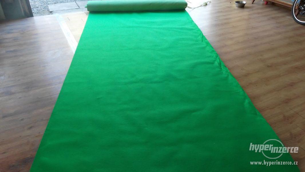 Obkladový,výstavní koberec - zelený