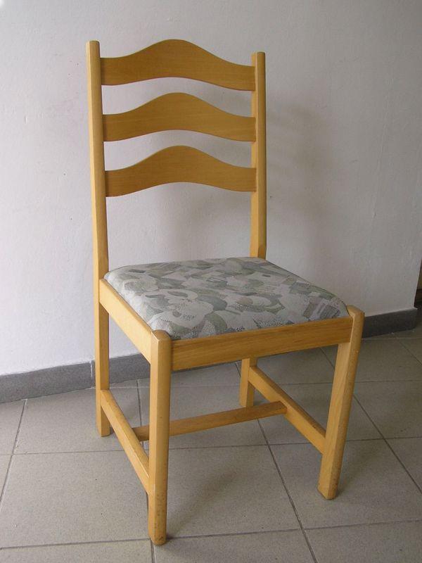 Židle, dřevěné, čalouněný sedák.