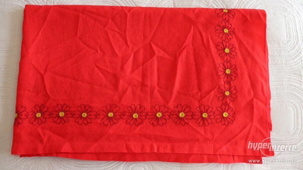 Ubrus červený
