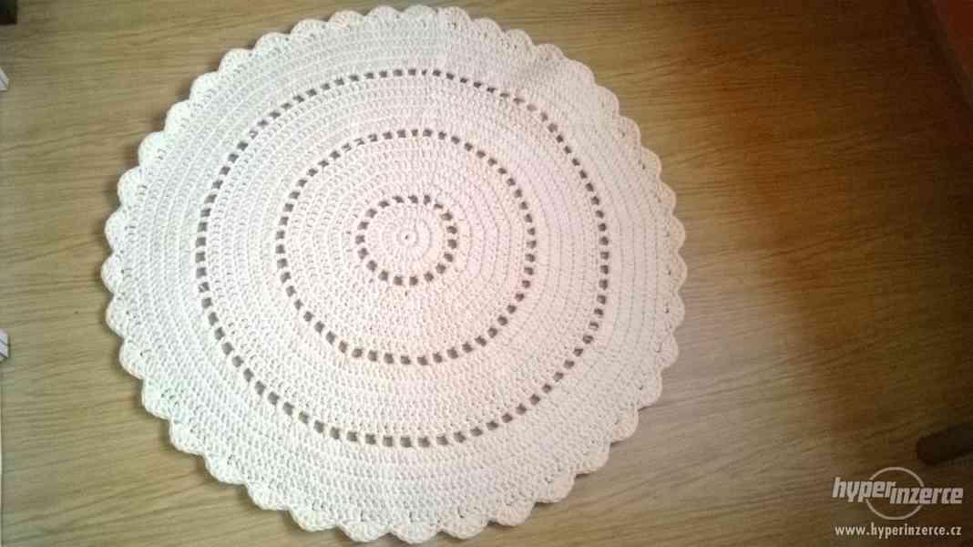 Nový háčkovaný kobereček - foto 3