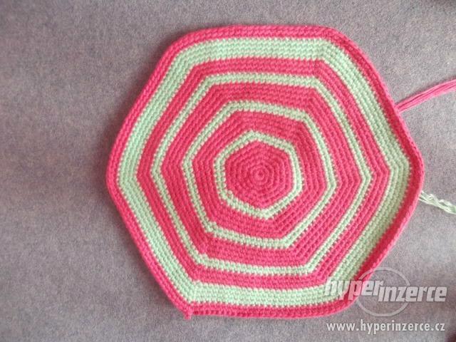 Háčkovaný kobereček - foto 3