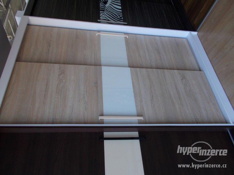 Šatní skříň s posuvnými dveřmi