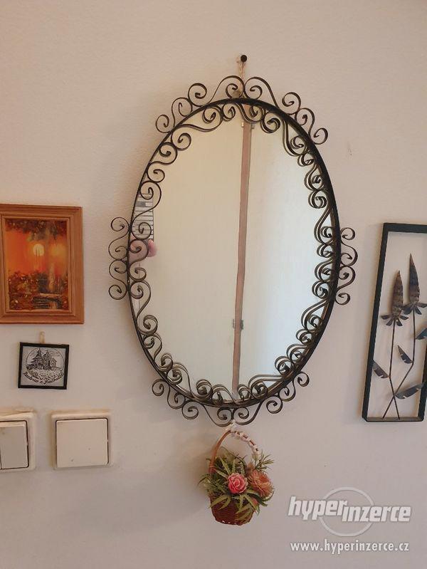 Zrcadlo černé kované