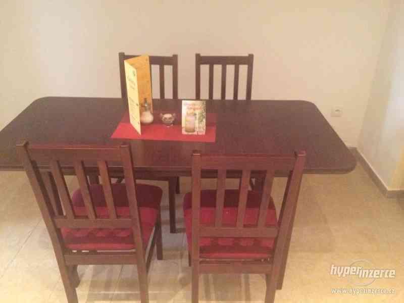 Prodám dřevěné jídelní sety a jídelní stoly