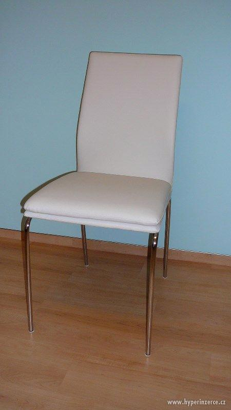 Prodej elegantních nových bílých židlí