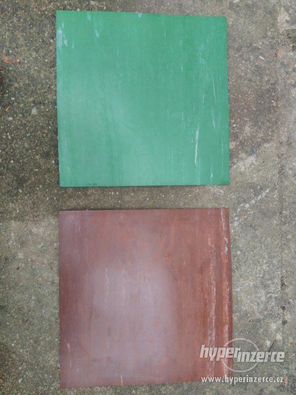 Starší vinyl azbestové desky na podlahu