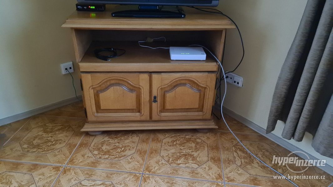 rustikální  stolek pod  TV