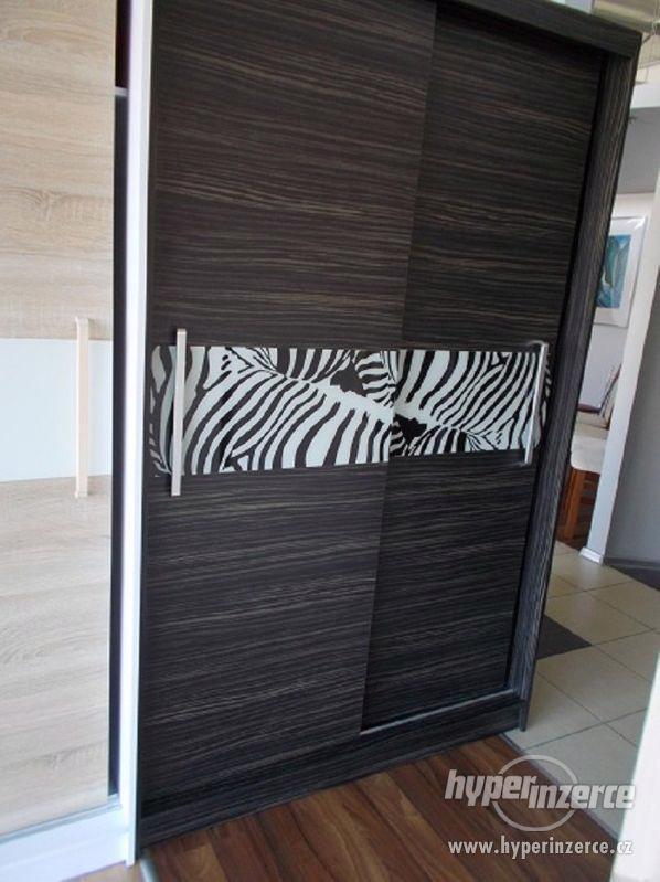 Šatní skříň NOVÁ, posuvné dveře
