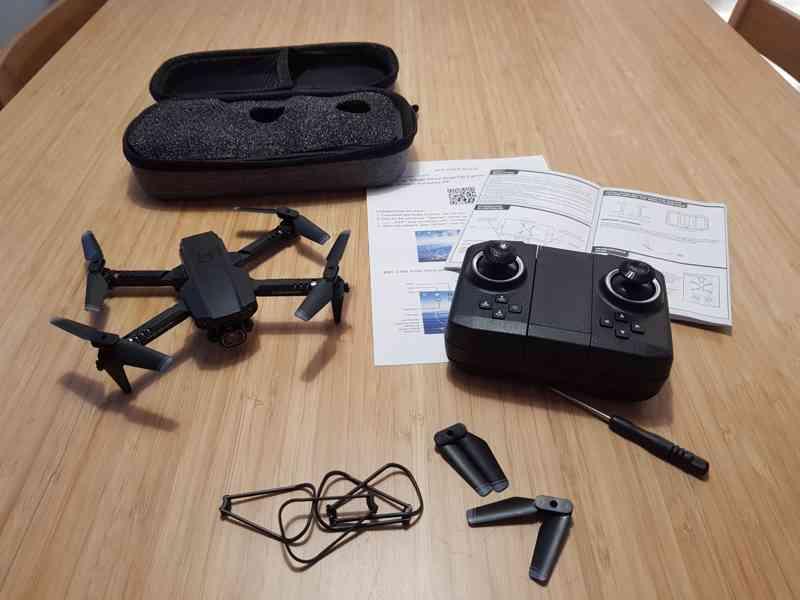 4K Dron skládací se dvěma kamerami a praktickým kufříkem