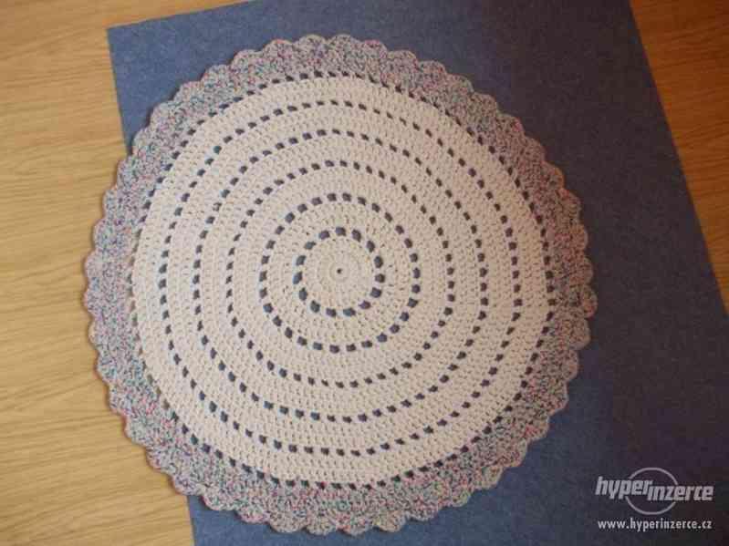 Nové háčkované koberečky - foto 3