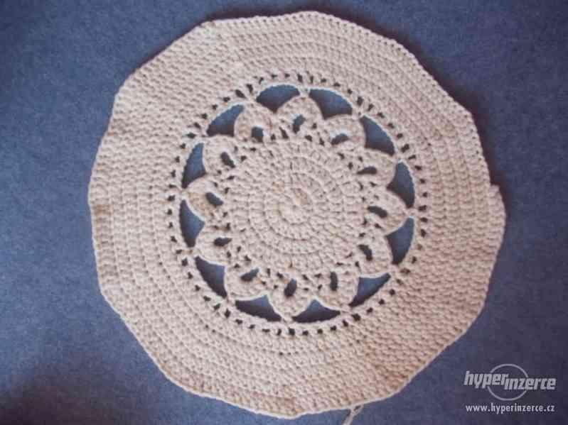 Nové háčkované koberečky - foto 4